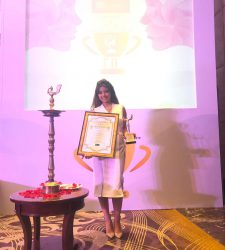 BEST IMPLANTOLOGIST IN MUMBAI AT THE INDIA'S MOST PROMINENT WOMEN EMPOWERMENT AWARDS 2019